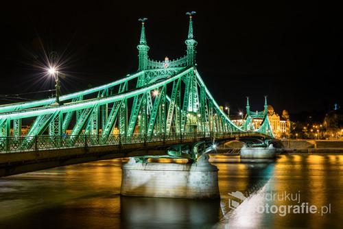 Zdjęcie przedstawia Most Wolności w Budapeszcie.