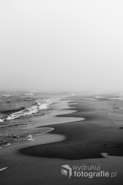 Zdjęcie zrobione niedaleko miasta Łeba. Polska piękna dzika plaża