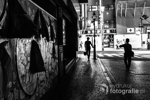 Ulice Shinjuku nawet w nocy nie są nigdy całkowicie puste.