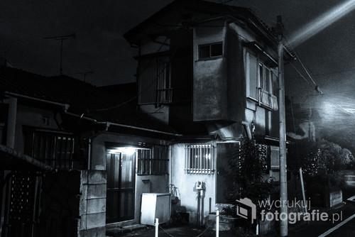 Japońskie domy mają swój klimat, cokolwiek by nie powiedzieć. Zwłaszcza podczas deszczu albo tuż po.