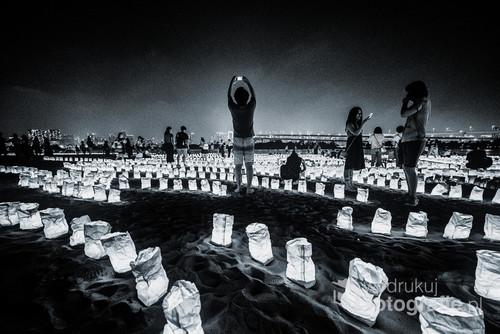 W Dniu Morza na sztucznej wyspie Odaiba odbył się festiwal lampionów. Lampiony ustawione na plaży w rozmaite wzory przyciągnęły tłumy ludzi.