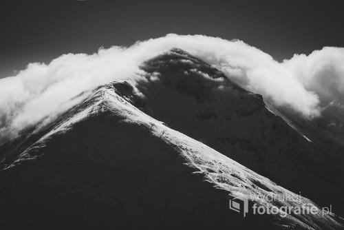 Zdjęcie przedstawia Kopę Kondracką, góra obserwowana jest z Giewontu.