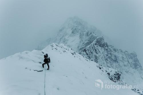Zdjęcie wykonanie w trudnych zimowych warunkach schodząc z Baranich Rogów.