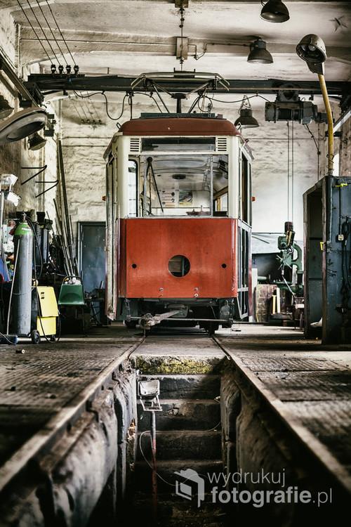 Pasjonaci starych tramwajów pod swą opiekę wzięli również te tabory, które jeszcze niedawno poruszały się ulicami miast. Łódź, Maj 2018.