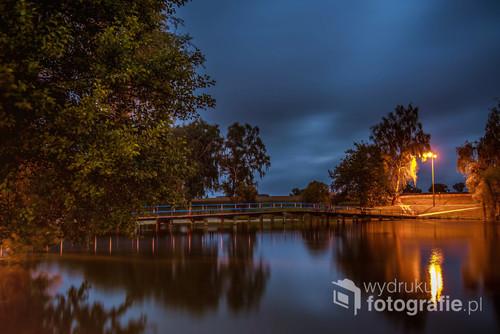 Jezioro w Strzelcach Krajeńskich tuż przed wschodem słońca