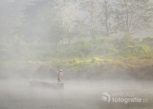 Zdjęcie zostało zrobione o wczesnym poranku na terenie Narodowego Parku Chitwan w Nepalu