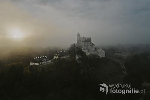 Zamek w Bobolicach po latach powstał z ruin i teraz przyciąga turystów.