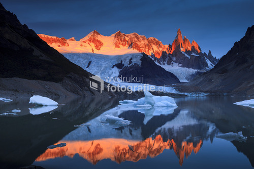Panorama Cerro Torre w Los Glaciares National Park w Argentynie