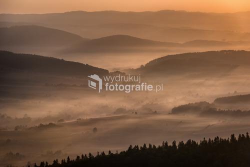 Kotlina Kłodzka - Dolny Śląsk, Polska Zdjęcie wykonane z południowego tarasu widokowego na Szczelińcu Wielkim.