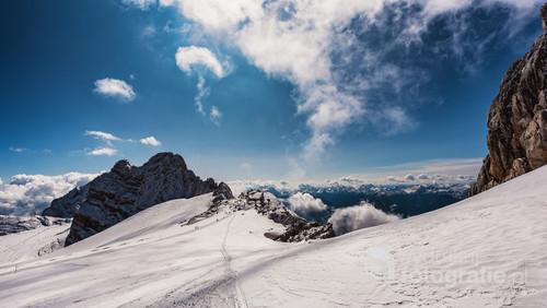 Zdjęcie wykonane w masywie Dachstein Alp Salzburskich w Austrii u podnóża najwyższego szczytu tego regionu Hoher Dachstein.