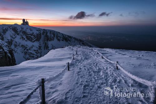 Położone w zachodniej części Karkonoszy między Wielkim Szyszakiem a Łabskim Szczytem. Nazywane często karkonoskimi alpami ze względu na swą nieprzeciętna w tym rejonie budowę.