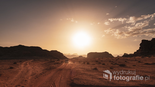 Zachód słońca w Parku Narodowym Wadi Rum