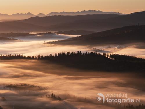 Widok na Wysokie Tatry z Beskidu Śląskiego a dokładnie ze szczytu Ochodzity.
