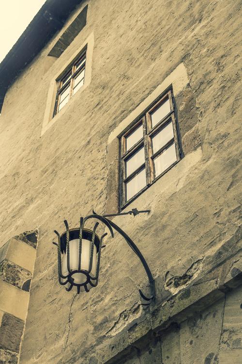 Słowacja - Zamek w mieście Zvolen. Zobaczywszy ten fragment zamku, wyobraźnią przeniosłem się w odległe czasy, starałem się to odczucie przenieść na fotografię.