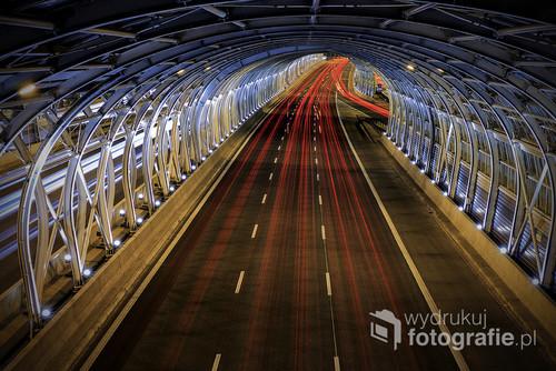 Pięknie rozświetlony tunel  na trasie S8 Warszawa - Białystok .  Wystawa