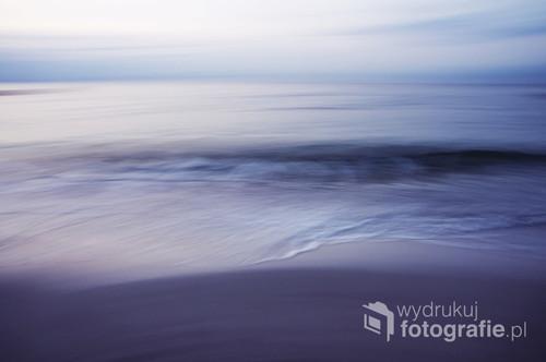 Inne spojrzenie na nasz piękny Bałtyk - w rozmysłem zastosowane rozmycie nadaje impresjonistyczny wyraz tej fotografii.