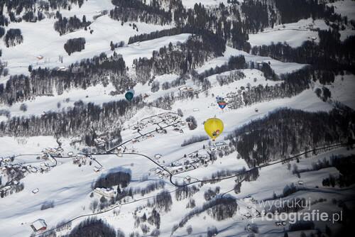 Fotografia zrobiona podczas Międzynarodowego Festiwalu Balonowego w Château-d'Oex w Szwajcarii na zlecenie redakcji