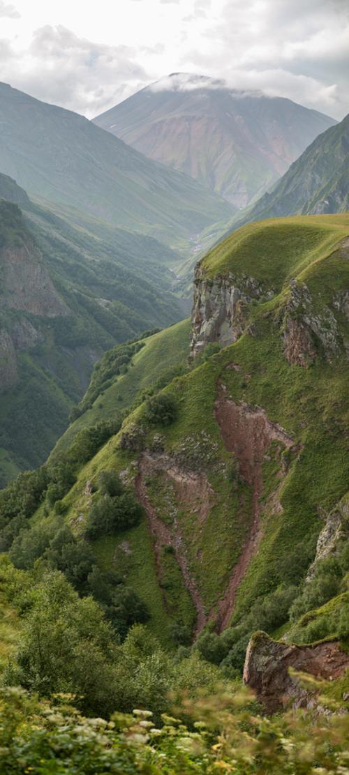 Panorama wykonana niedaleko punktu widokowego Gudauri, na północy Gruzji