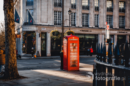Idealne światło złapane podczas zimowej przechadzki po Londynie