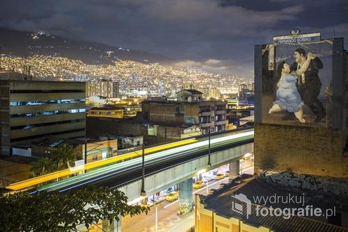 Medellin, Kolumbia. 2015-11-24. Na pierwszym planie obraz kolumbijskiego artysty, Botero.