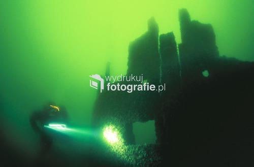 Wrak liczącego 250 lat nieznanego angielskiego żaglowca, leżący na głębokości 38 metrów na dnie Bałtyku, 20 km na północ od Łeby. Fotografia opublikowana w magazynie National Geographic Polska