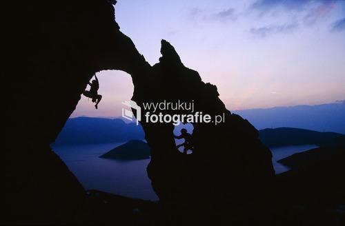 Dwaj wspinacze w sektorze Palace na greckiej wyspie Kalimnos, południowy Dodekanez. Zdjęcie opublikowane w National Geographic Traveler Polska