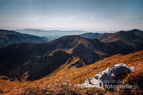 Widok podczas wędrówki Czerwonymi Wierchami. Najbardziej fotogeniczne, jesienne szczyty w Tatrach.