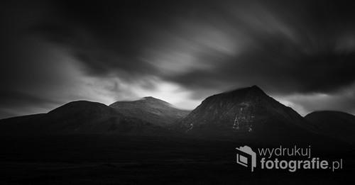 Fotografia zotstała wykonana w Szkocji na bardzo długim czasie naświetlania