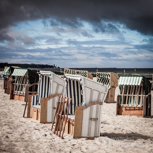 Kosze na bałtyckiej plaży w Kołobrzegu. Rok 2016