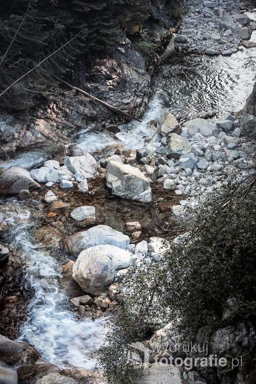 Potok Roztoka, zaraz przy Wodogrzmotach Mickiewicza znajdujących się w Tatrach w drodze na Morskie Oko