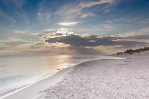 Wschód słońca na plaży - okolice Białogóry