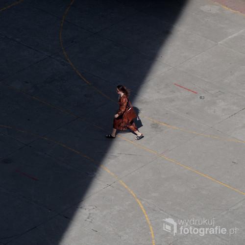 Moment. Zdjęcie Uhonorowane wyróżnieniem redakcji w konkursie LensCulture Exposure Awards oraz gościło na wystawie festivalu fotograficznego MobilePhotoTrip we Wrocławiu.
