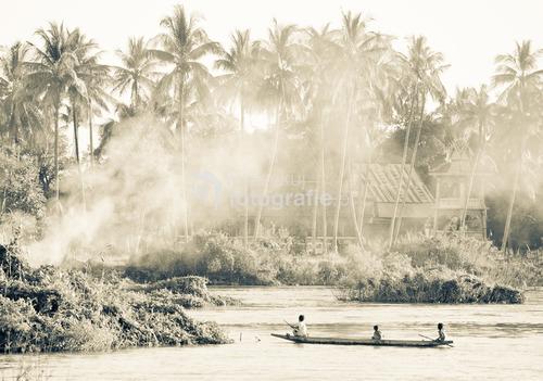 Laos, 2010. Si Phan Don - obszar czterech tysięcy wysp na rzece Mekong w Laosie.