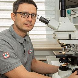 Jarosław Małkowski - Sztuka mikroskopowa